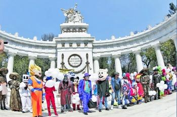 """""""Superhéroes"""" piden a Sheinbaum los deje trabajar en Madero"""