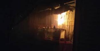 Extinguen bomberos un incendio en mercado de Tepito