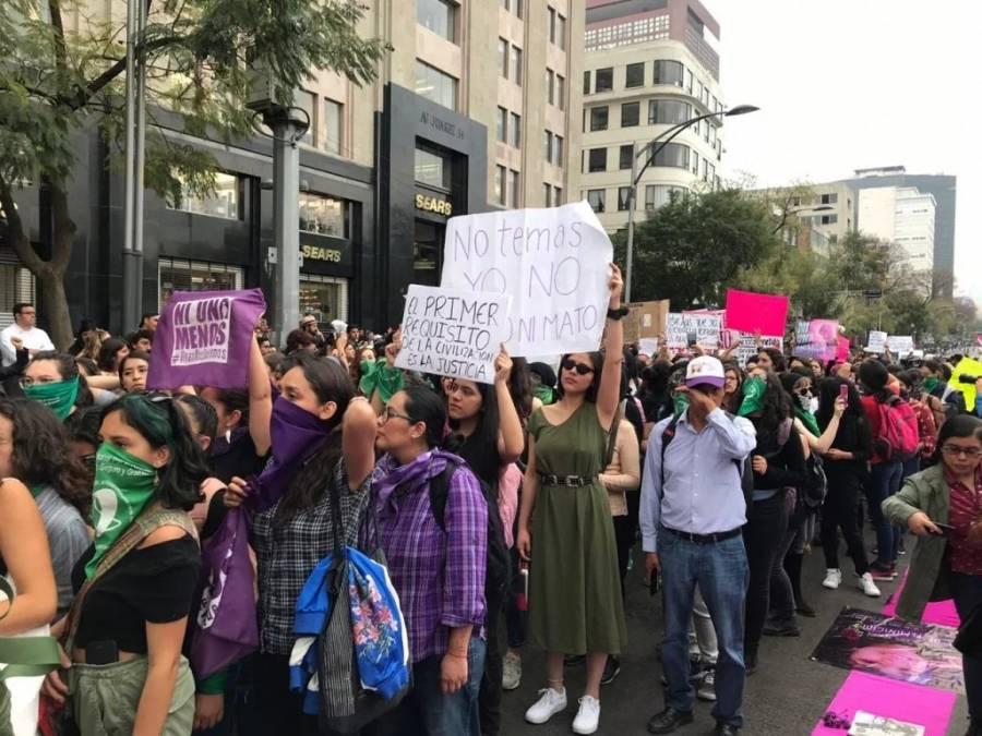 Mujeres de colectivos feministas se manifiestan en la CDMX