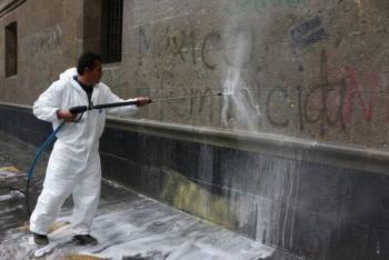 Abren carpeta de investigación por las pintas a Palacio Nacional