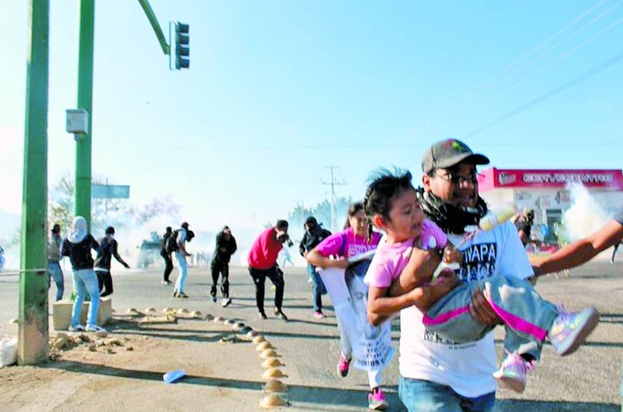 Desaloja Rutilio Escandón a padres de los 43 de Ayotzinapa