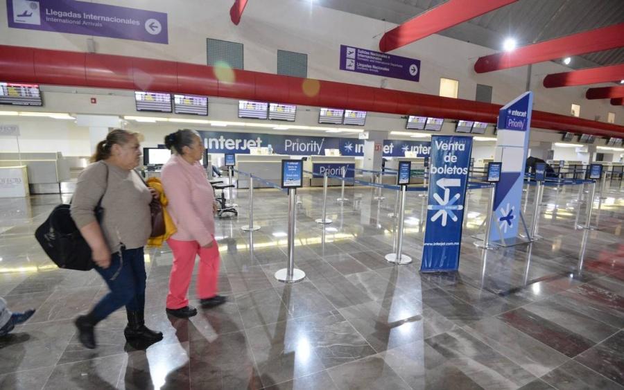 Va morena contra monopolios de taxis en aeropuertos