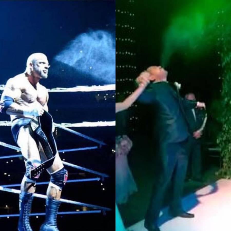 Novio escupe agua para celebrar en su boda al estilo del luchador de WWE Triple H