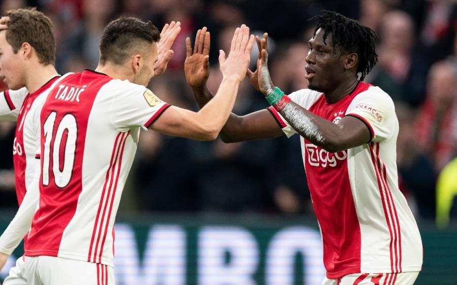 Con Edson Álvarez de titular, Ajax gana al Waalwijk