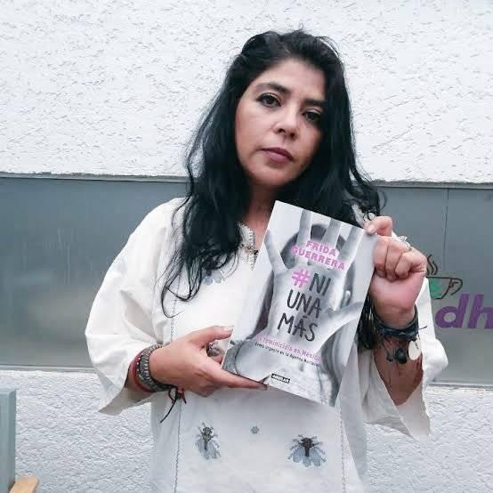 Activista feminista es apoya en redes tras confrontación con AMLO