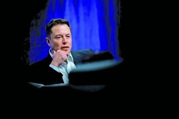 Musk pisa talones de Bezos entre los más ricos