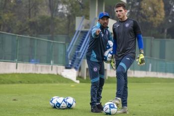 Jurado enfrenta prueba de fuego en su debut con Cruz Azul
