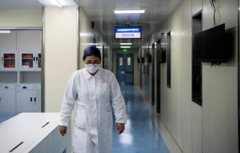 Aumenta dos mil los muertos por coronavirus en China