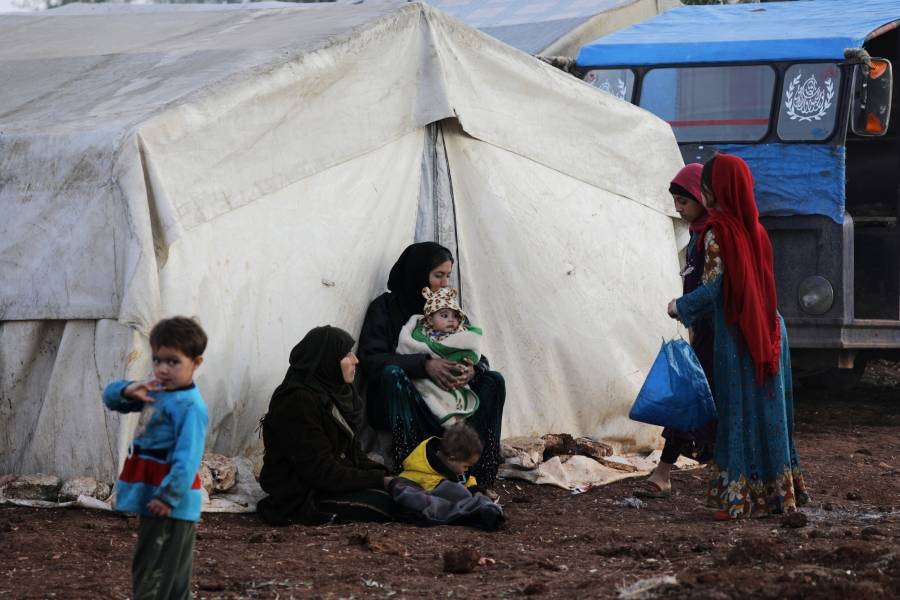 Cerca de 9 mil personas salen de Siria por ataques militares