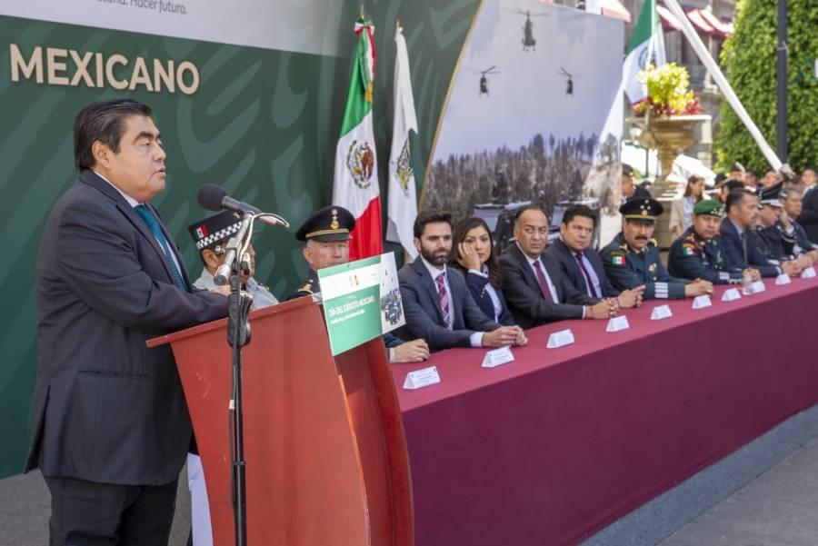 Fuerzas Armadas leales, claves para el país: Miguel Barbosa