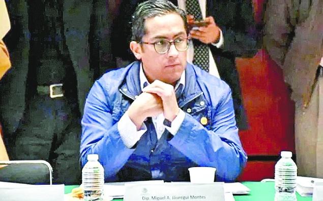 """Morenista presenta iniciativa para """"democratizar"""" a la UNAM"""