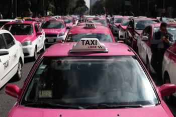 Taxistas protestan en el Ángel contra apps de transporte privado