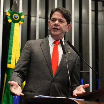 Agreden con arma de fuego a senador brasileño