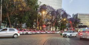 Taxistas amagan con quedarse tres días en el Ángel de la Independencia