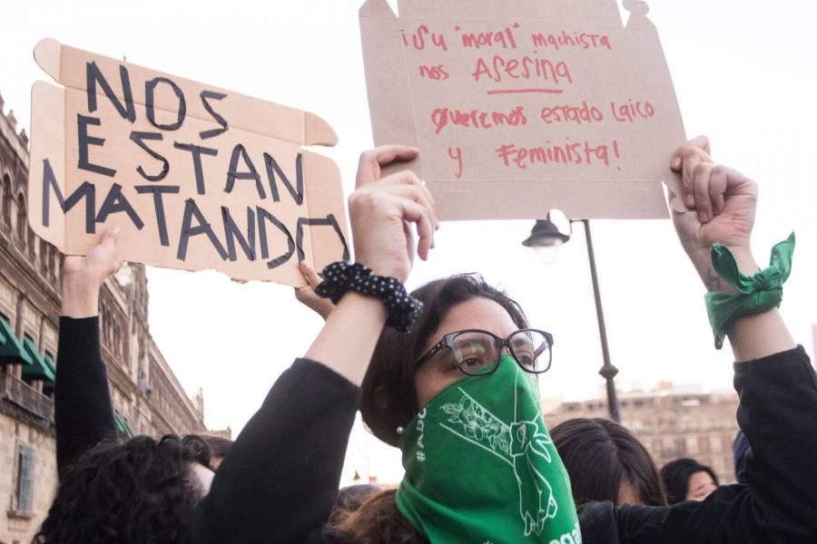 Dice AMLO que no comparte visión de feministas que se oponen a la moralización del país