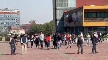 Estudiantes del CCH llegan a Rectoría