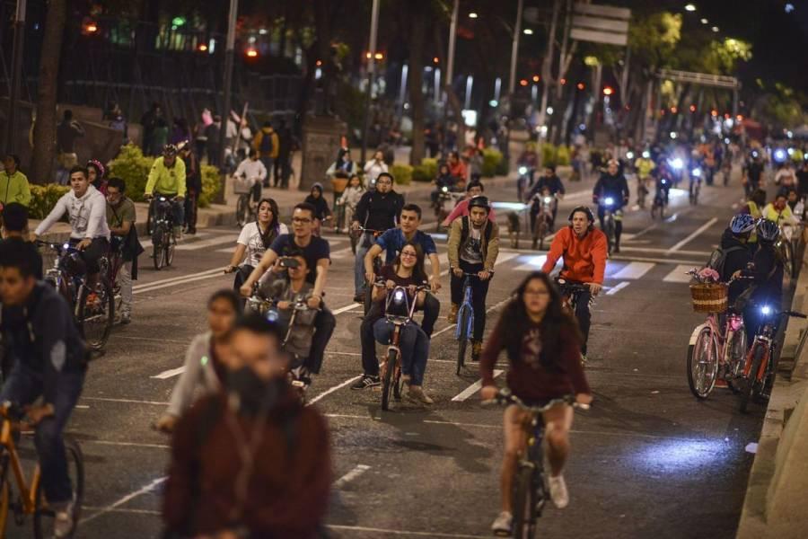 Con paseo en bici celebran hoy el amor y la amistad en CDMX