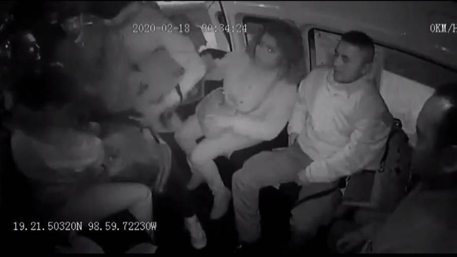 Mujer policía es golpeada por asaltantes, le quitan chaleco antibalas