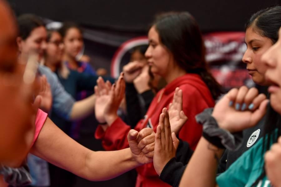 Gobierno redujo recursos a 20 programas de apoyo a la mujer