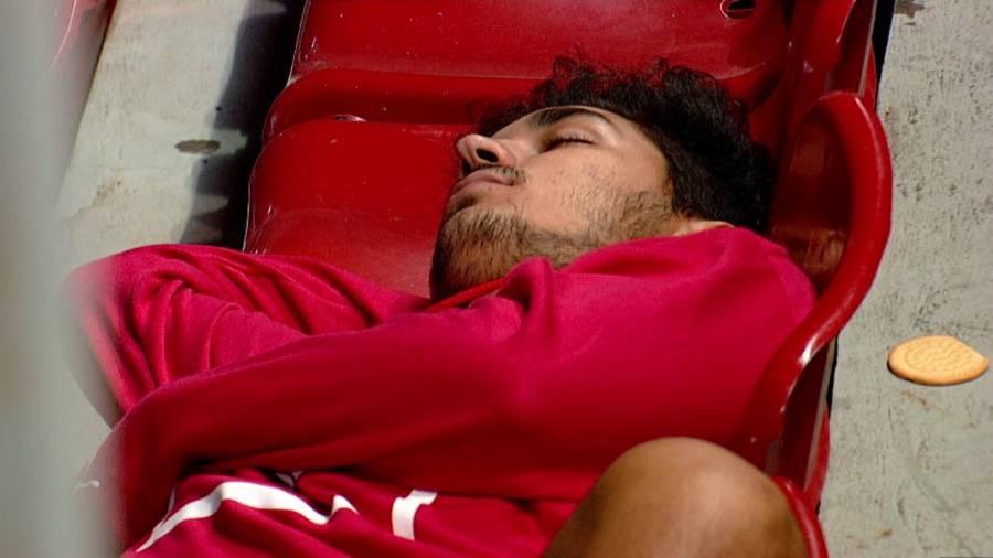 Cecilio Domínguez se duerme en pleno partido