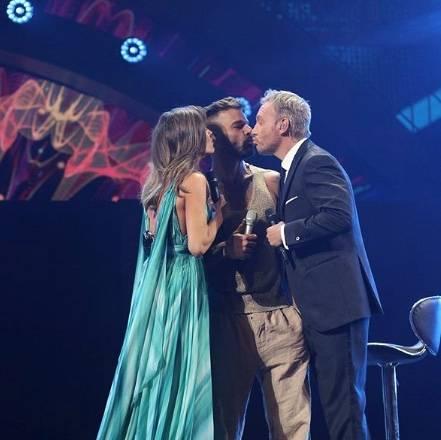 Ricky Martin besa a conductor en el Festival Viña del Mar