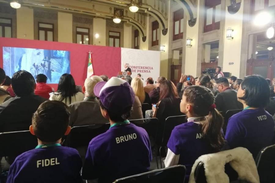 Reclaman niños de Veracruz a AMLO, no darles la palabra en la mañanera
