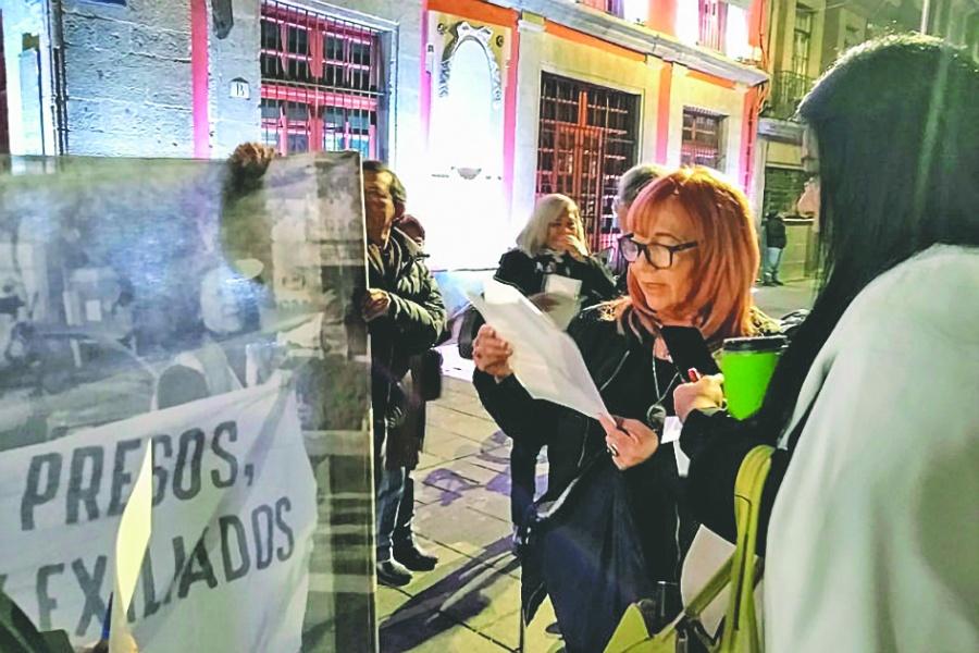 Protesta Rosario Piedrafrente a Palacio Nacional