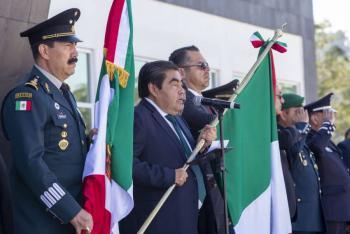 """""""La bandera es un símbolo de unidad nacional"""": Miguel Barbosa"""