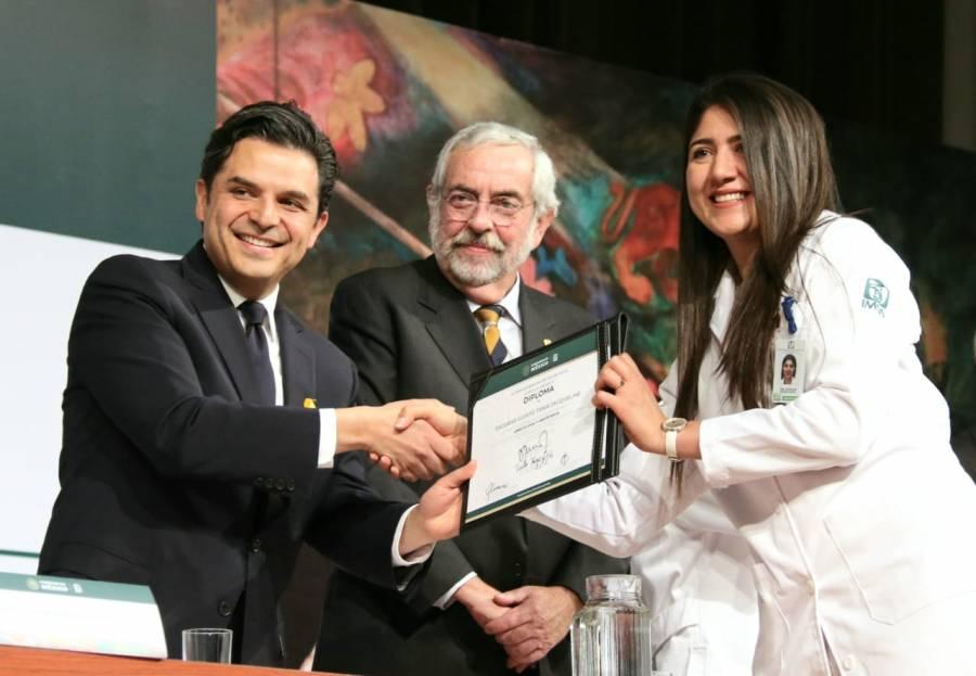 Compromete IMSS aumento de médicos especialistas