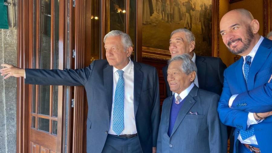 AMLO recibe a Armando Manzanero en Palacio Nacional