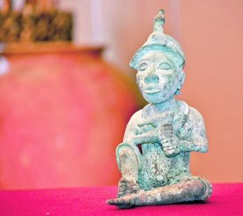 México regresa a Nigeria escultura yoruba.