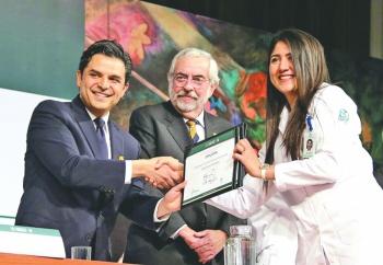 IMSS subsana déficit de médicos especialistas