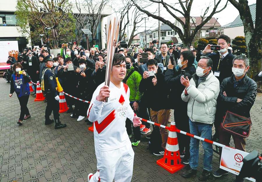 Japón se aferra a Tokio; cambia ruta de antorcha olímpica