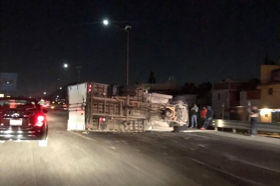 Volcadura de camión genera caos vial en la México-Pachuca