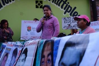 Padres de los 43 marchan a 65 meses de la desaparición