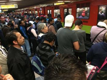 Usuarios reportan retrasos en Línea 2 del Metro
