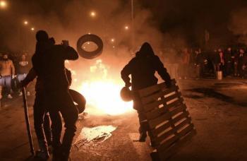 Hieren a policías durante protestas en Grecia