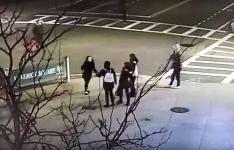 VIDEO: Golpean a madre e hija en Boston por hablar en español