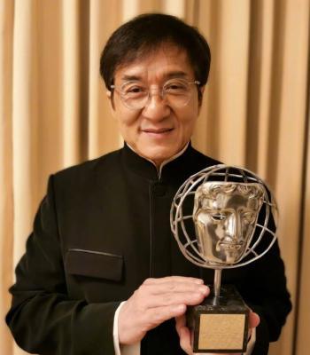 """""""No se preocupen, no estoy en cuarentena"""": Jackie Chan"""