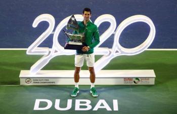 Djokovic vence a Tsitsipas y gana su quinto título en Dubái
