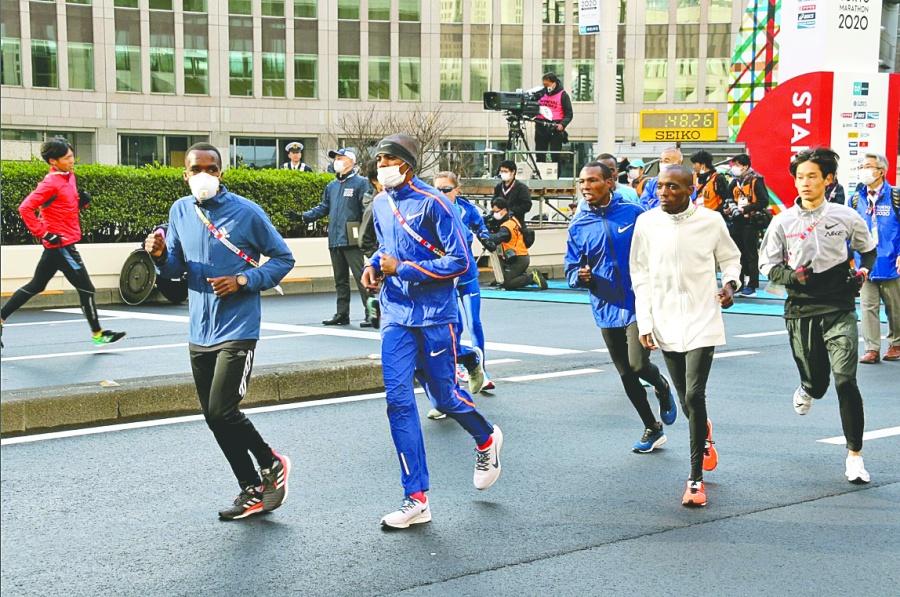 Con menos de 300 atletas, Maratón de Tokio exhibe al coronavirus
