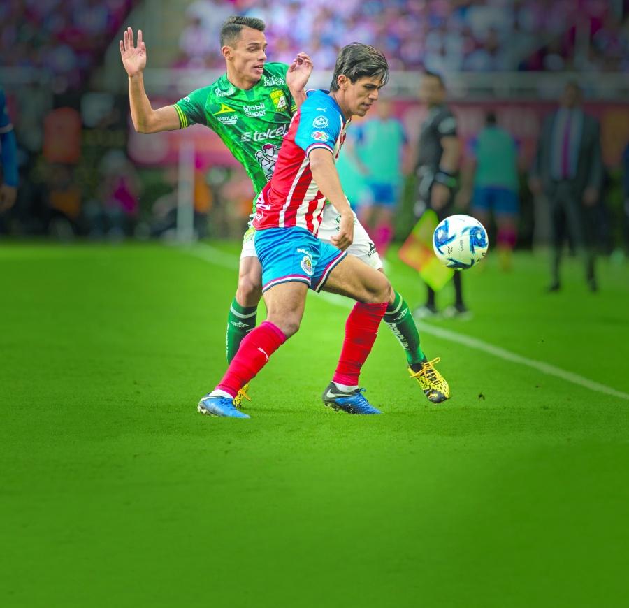 Chivas se impone al León y entra a zona de Liguilla