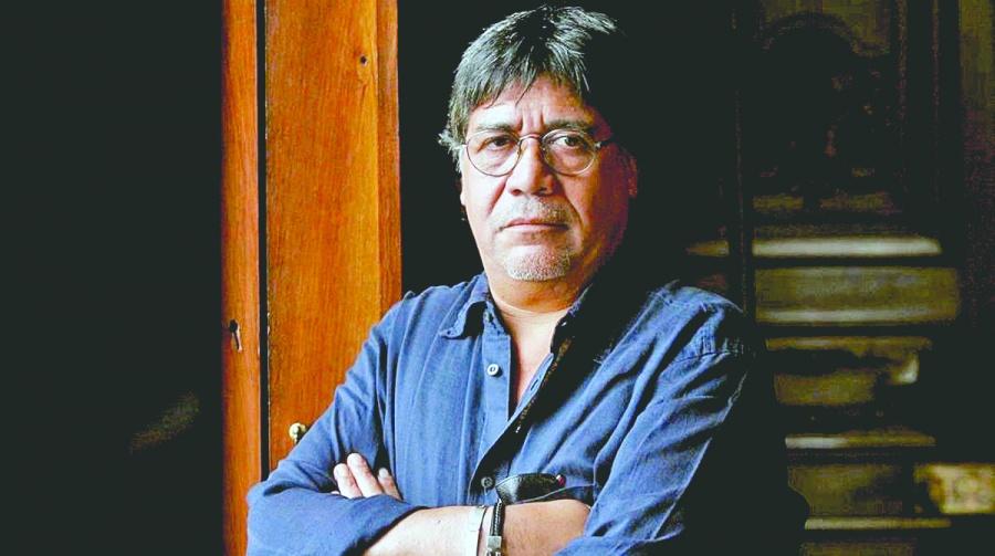 Hospitalizan en España a escritor chileno por coronavirus