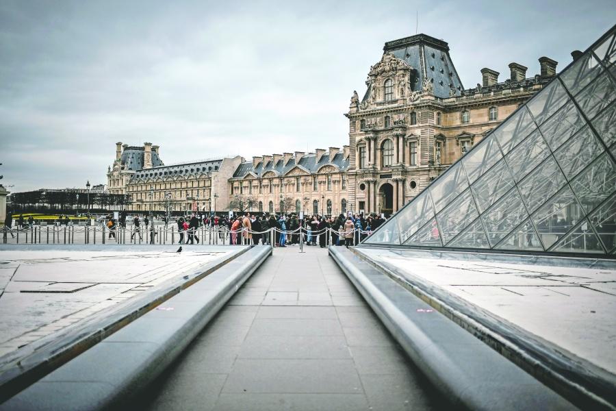 El Louvre también cerró sus puertas