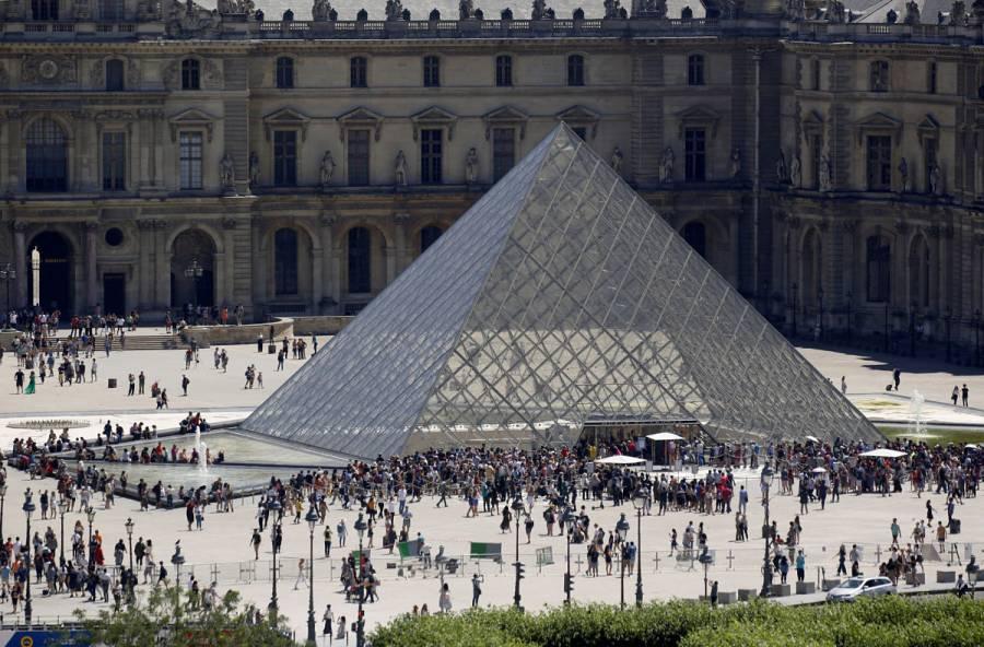 El Louvre de París cierra por segundo día tras coronavirus