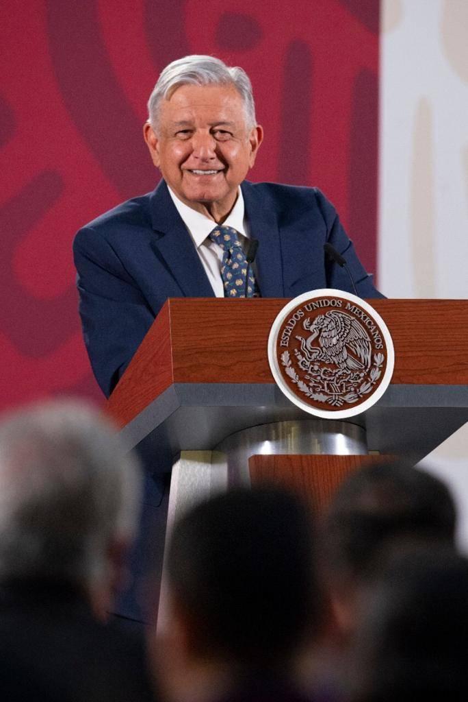 """Reconoce López Obrador """"desgaste"""" en aprobación ciudadana"""
