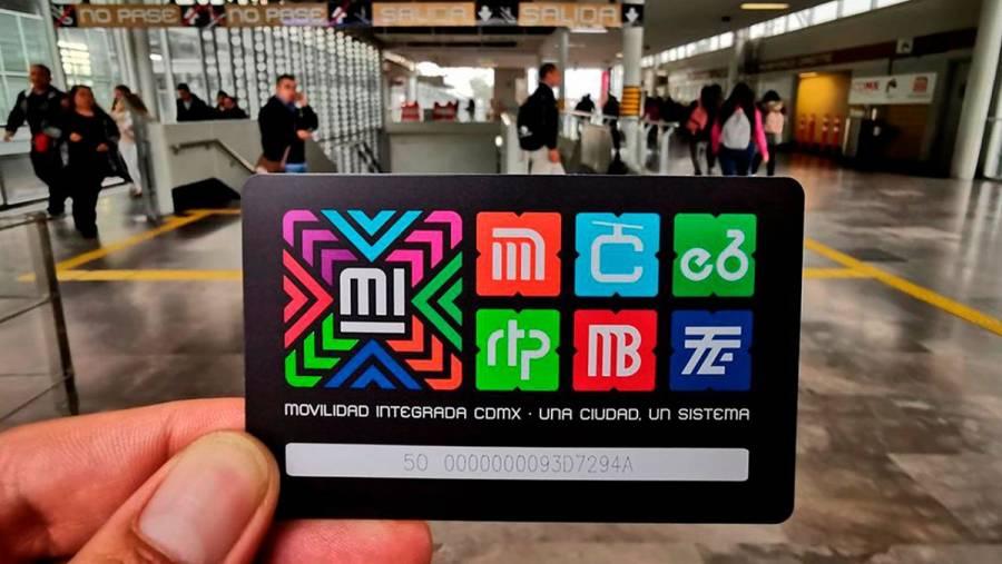 Arrestan a vendedores de tarjetas pirata del Metro