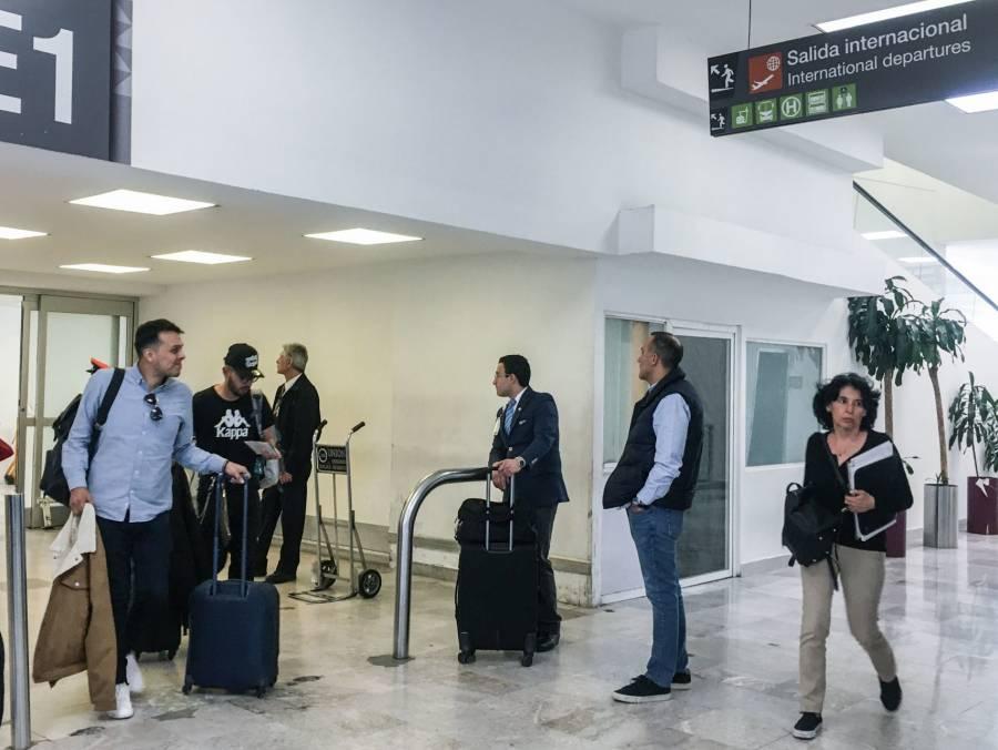 Consideran pasajeros que faltan filtros de revisión en aeropuertos