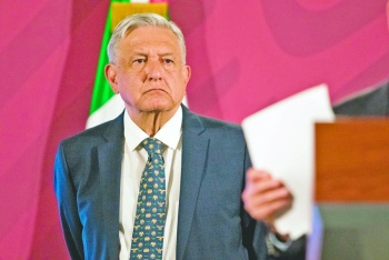"Encuestas revelan baja de AMLO; ""es por desgaste"", revira"