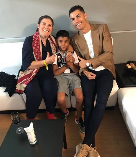 Madre de Cristiano Ronaldo sufre accidente cerebrovascular